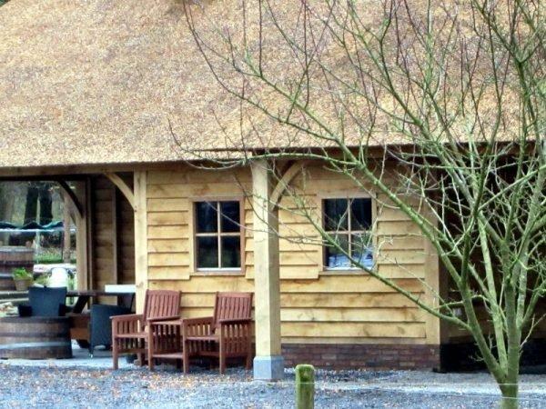 Tuinhuis met carport en overkapping