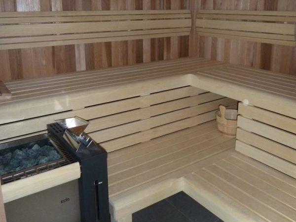 Eikenhouten sauna gebouw
